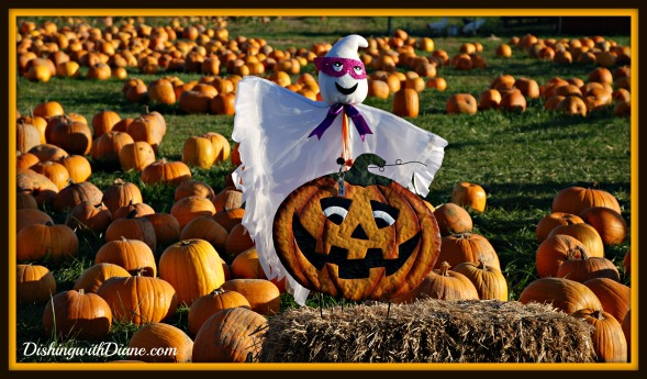 October 2011 273 GHOST WITH PUMPKINS - HALLOWEEN BLOG